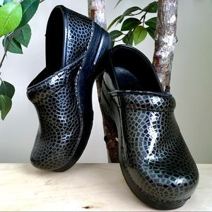 🆕 Dansko Black Mosiac Patent Leather Clogs, 37
